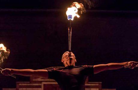 Feuershow und Lichtjonglage bei der Großen Burgnacht
